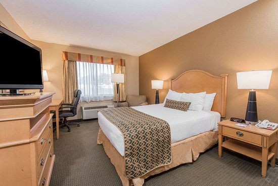 Baymont by Wyndham Lancaster: 1 Double Bed Room