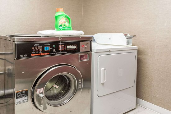 Baymont by Wyndham Lancaster: Guest Laundry