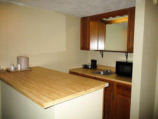 Oriskany, NY: kitchen