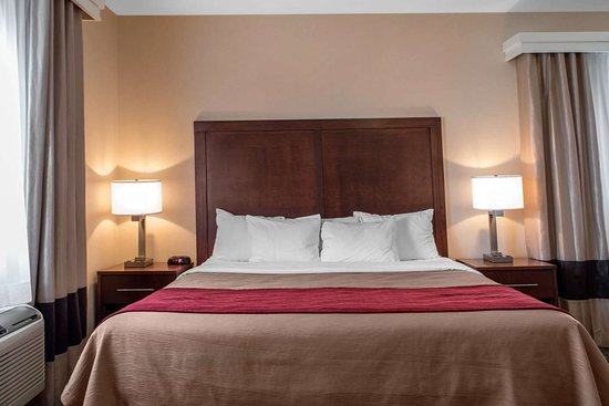 Comfort Inn: Spacious suite with added amenities
