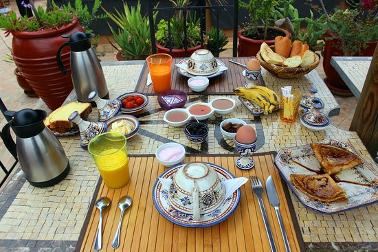 Riad Charme d'Orient : Breakfast on the rooftop - delicious!