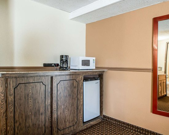 East Dubuque, IL: Spacious suite with added amenities