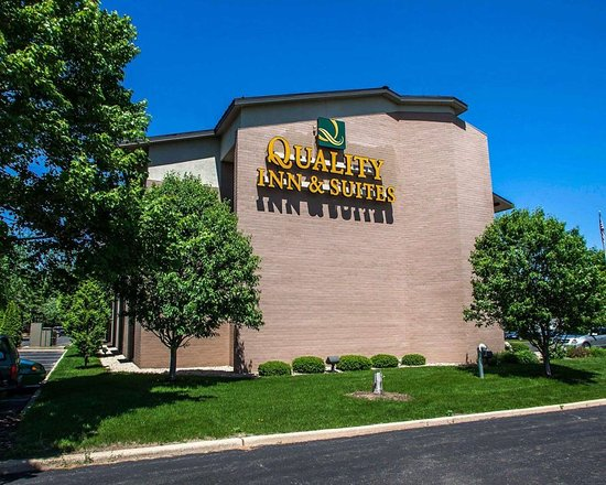 Quality Inn & Suites Peoria: Side view of hotel