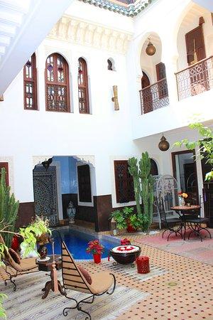 Riad Charme d'Orient : Riad courtyard