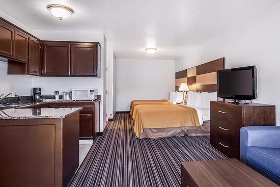 Roseburg, OR: Spacious kitchenette suite