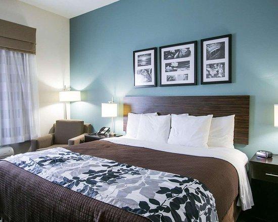 Sleep Inn & Suites N Austin: Guest room with king bed