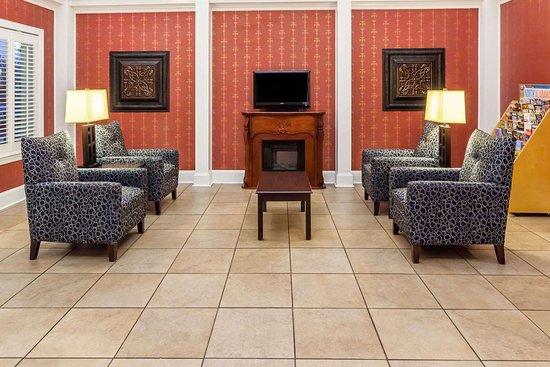 Baymont by Wyndham Decatur: Lobby