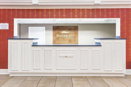 Baymont by Wyndham Decatur: Front Desk