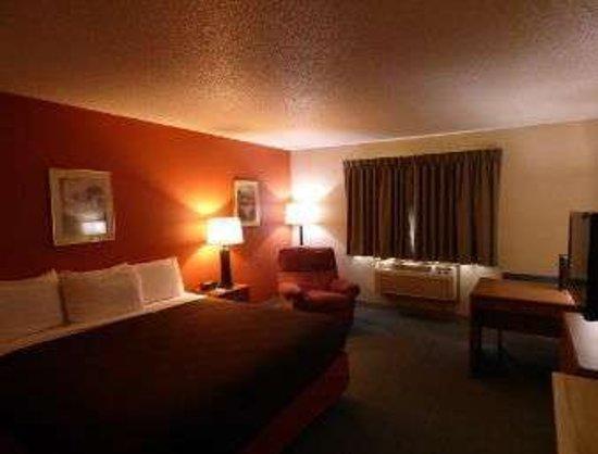 Lakeville, MN: 1 King Bed Room