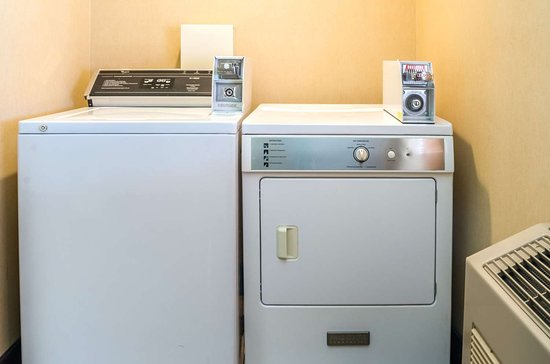 Cozad, NE: Guest laundry facilities