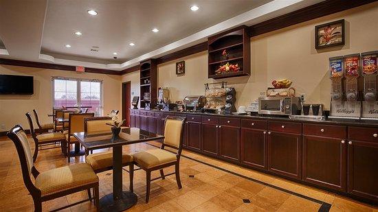 Best Western Plus Manvel Inn & Suites: Breakfast Area