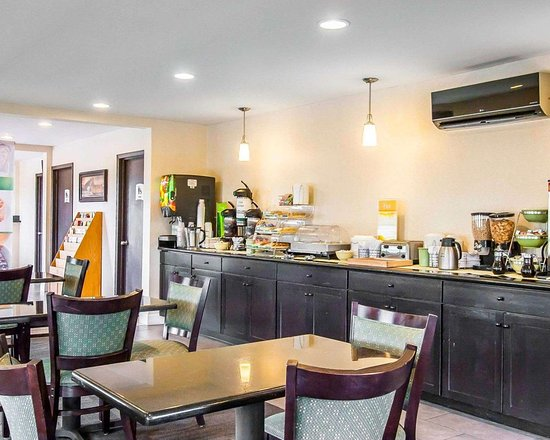 Cairo, إلينوي: Enjoy breakfast in this seating area