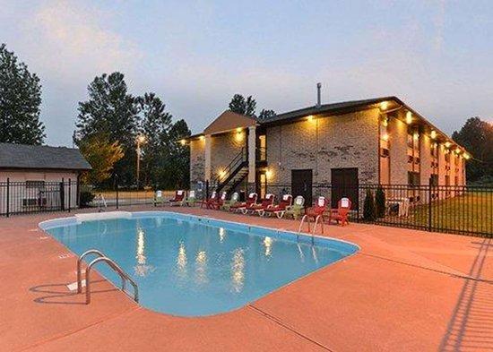 Cairo, إلينوي: Outdoor pool