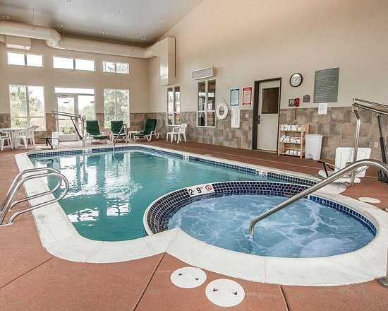 Creswell, OR: Indoor pool with hot tub