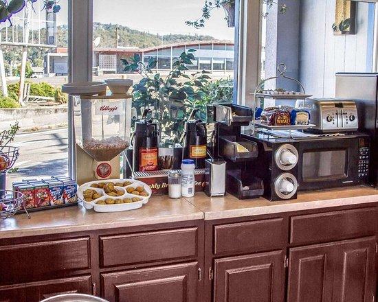 Roseburg, OR: Free continental breakfast