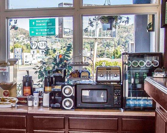 Roseburg, OR: Breakfast counter
