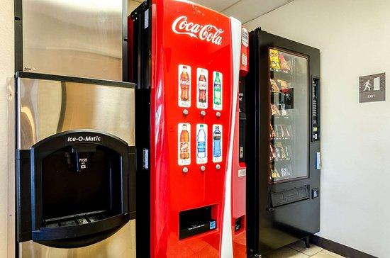 Ainsworth, NE: Hotel vending area