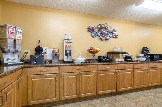 Ainsworth, NE: Breakfast area