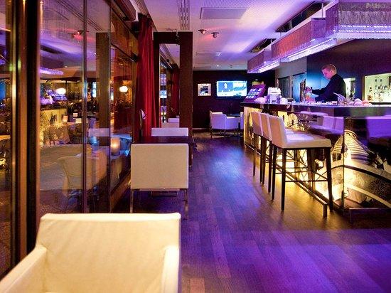 Sofitel Budapest Chain Bridge: Bar Lounge