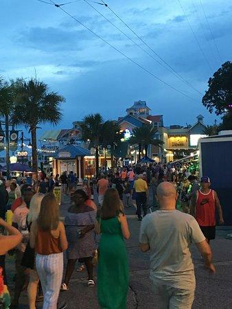Destin Harbor Boardwalk: Harborwalk evening