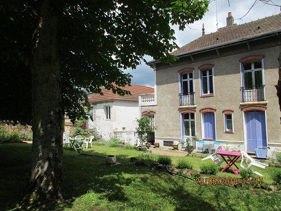 Neris-les-Bains, France: vue sur le jardin