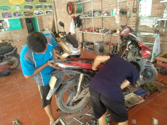 Huyện Hoa Lư, Việt Nam: Honda Airblade engine broken, nó oil... its great again now man