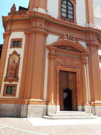 Cernobbio, Italy: ingresso della chiesa