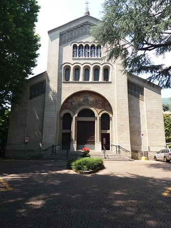 Chiesa del Redentore: La facciata della chiesa