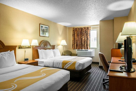 Quality Inn Meadville: Guest room with queen bed(s)