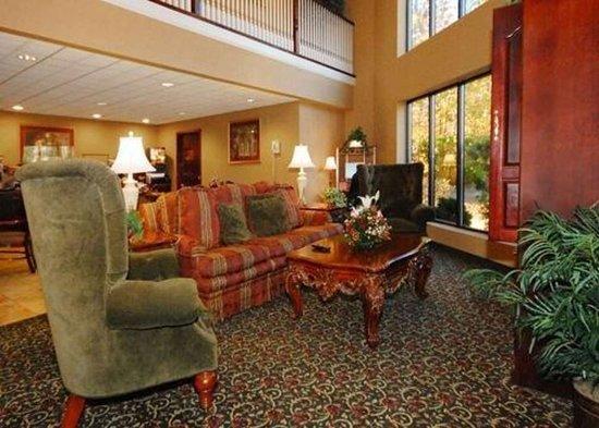 Tarboro, NC: Spacious lobby with sitting area