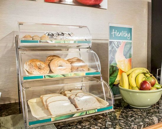 Quality Inn: Assorted breakfast items