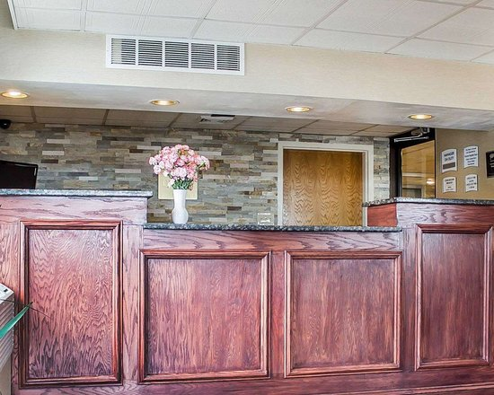 Dunmore, PA: Front desk with friendly staff