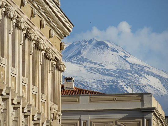 Palace Catania   UNA Esperienze : View of Mt Etna from the hotel entrance
