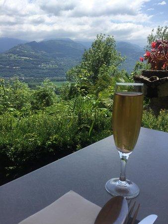 Bernin, Frankreich: Vue depuis notre table en pelouse