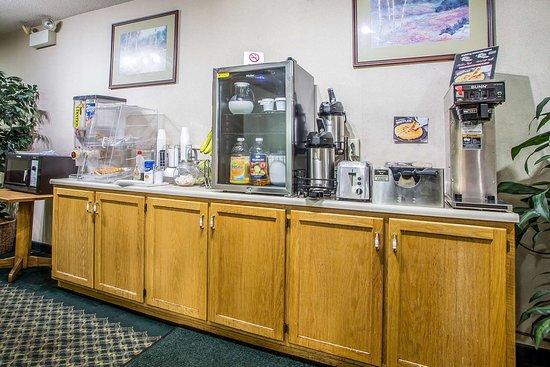 Rodeway Inn : Breakfast area
