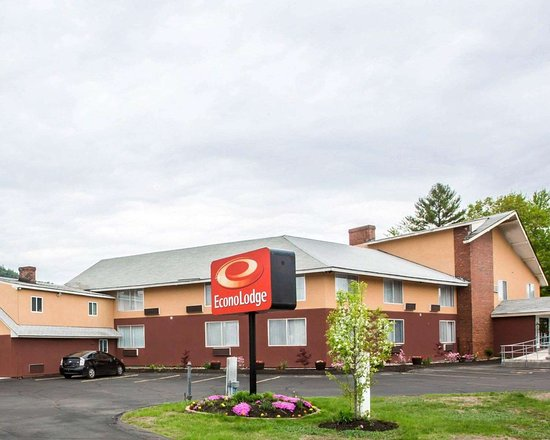 Econo Lodge Lake Region hotel in West Ossipee, NH