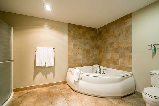 West Chesterfield, Nueva Hampshire: King suite with whirlpool bathtub