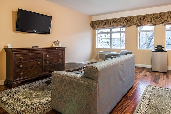 West Chesterfield, NH: Guest room with sofa sleeper