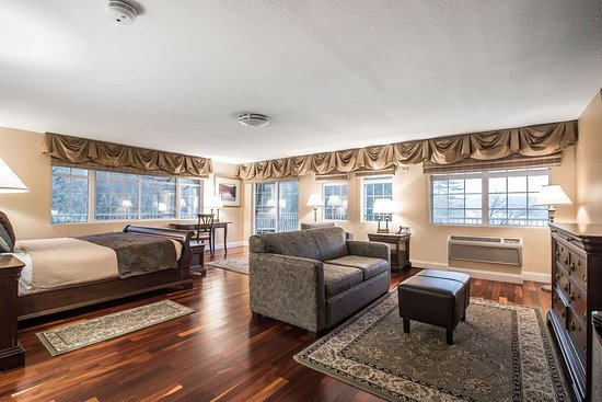 West Chesterfield, Nueva Hampshire: Guest room with river views