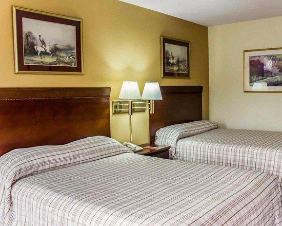 Creedmoor, NC: Guest room with double beds