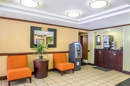Spring Valley, NY: Hotel lobby