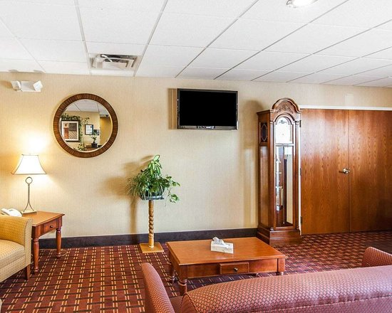 Seaman, OH: Lobby with sitting area