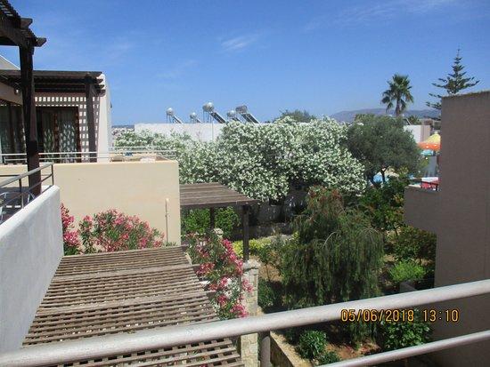 Sirios Village Hotel & Bungalows: Garden view.