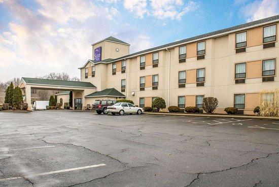 Bolivar, OH: Hotel exterior