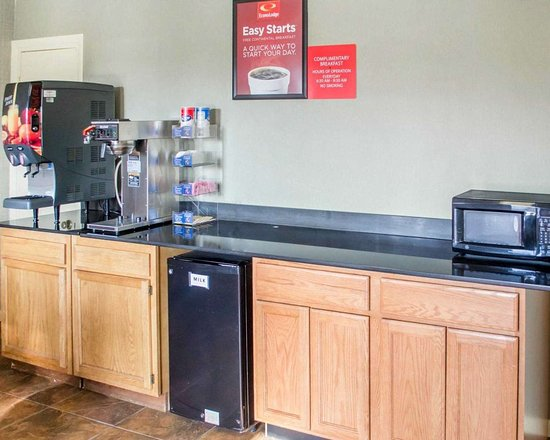 Econo Lodge - Newton Falls: Free continental breakfast