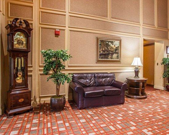 Clarion Hotel Palmer Inn: Lobby