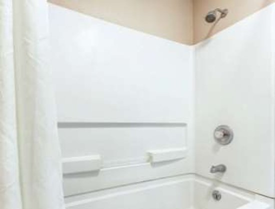 Crawfordsville, IN: Bathroom