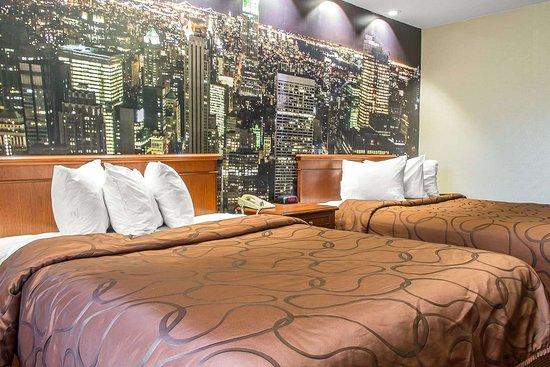 Rodeway Inn Capri: Guest room