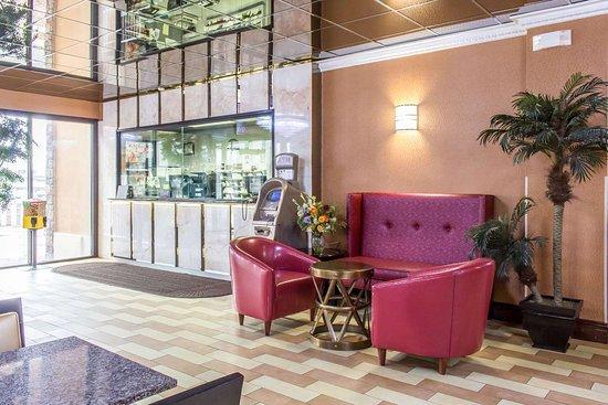 Rodeway Inn Capri: Hotel lobby
