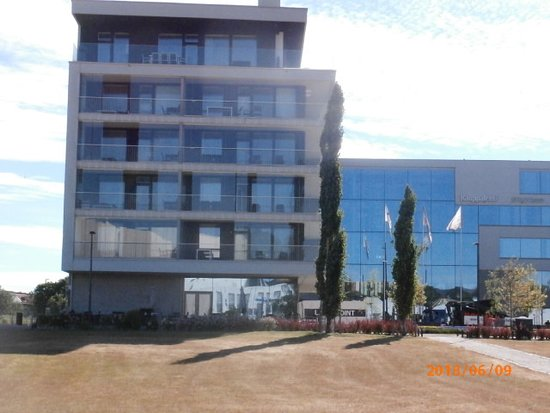 Helsinki Aallonkoti Hotel Apartments -view of balcony from ground